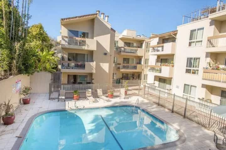 Relaxing Lake Merritt Condo with Balcony + Pool