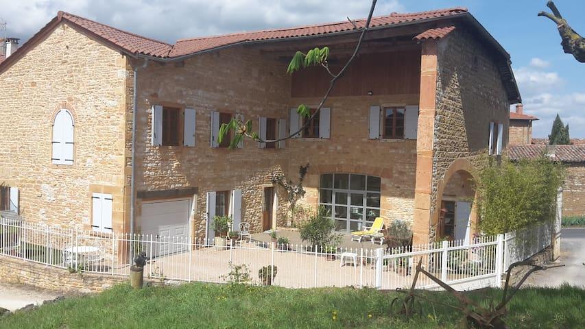 Maison en pierre dorées du Beaujolais