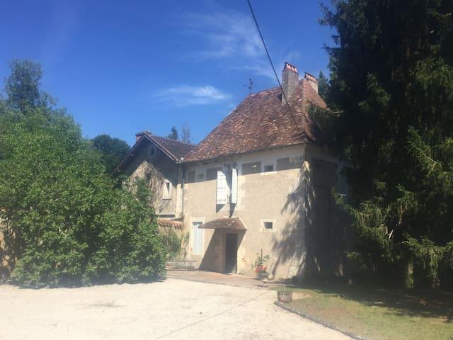 Maison Périgord 16e s. avec piscine et parc