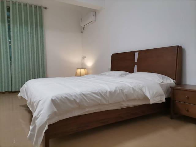 主人套间配1.8米双人大床
