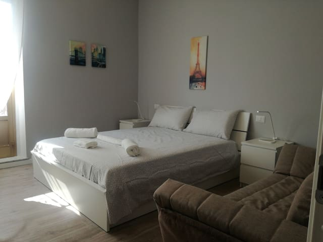 2 rooms apt (4th floor) 20 meters to the metro