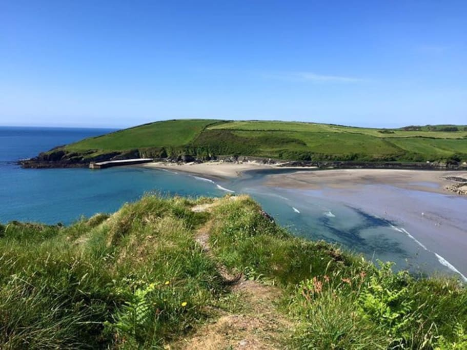 This is the local Warren Beach only a 5 to 10 minute stroll from the property. It has a large car park, lifeguard and toilet facilities. There is safe swimming and is popular .for surfing and kayaking