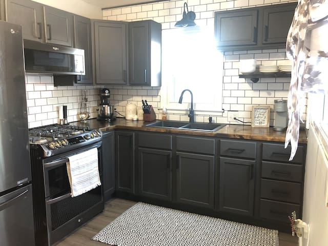 Modern, fully renovated 1 bedroom home