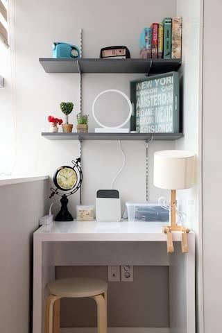 첫번째 방 - 책상