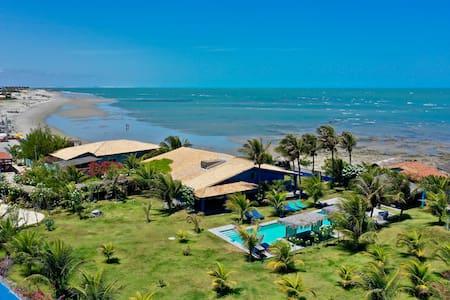 Vila de charme pé na areia, piscina, grande jardim