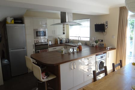 Bright spacious house with garden in seaside town - Worthing - Casa