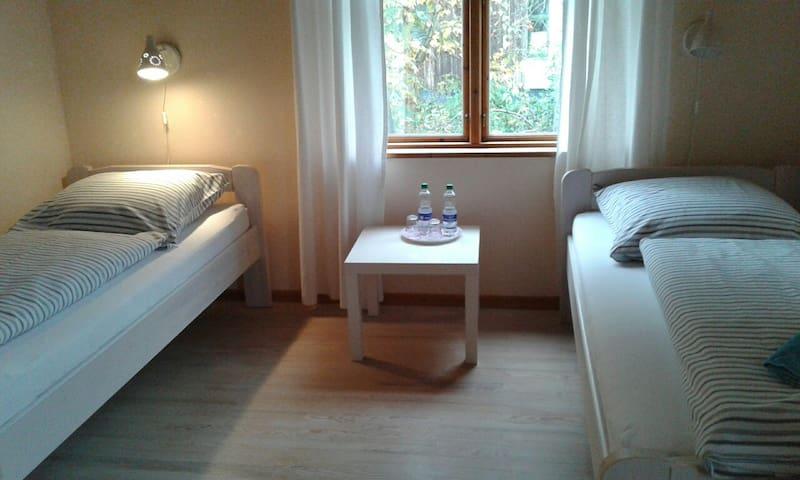 Gemütliches Zimmer im Grünen im Zentrum Kiels - Kiel