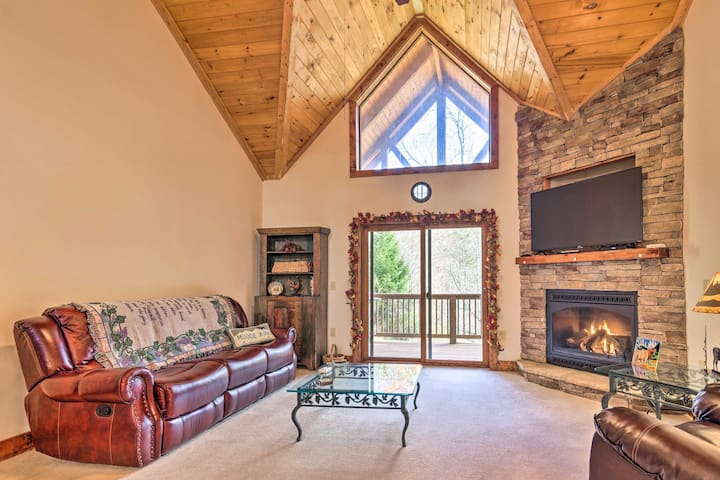 NEW! Two-Story Condo Between Sugar Mtn & Beech Mtn