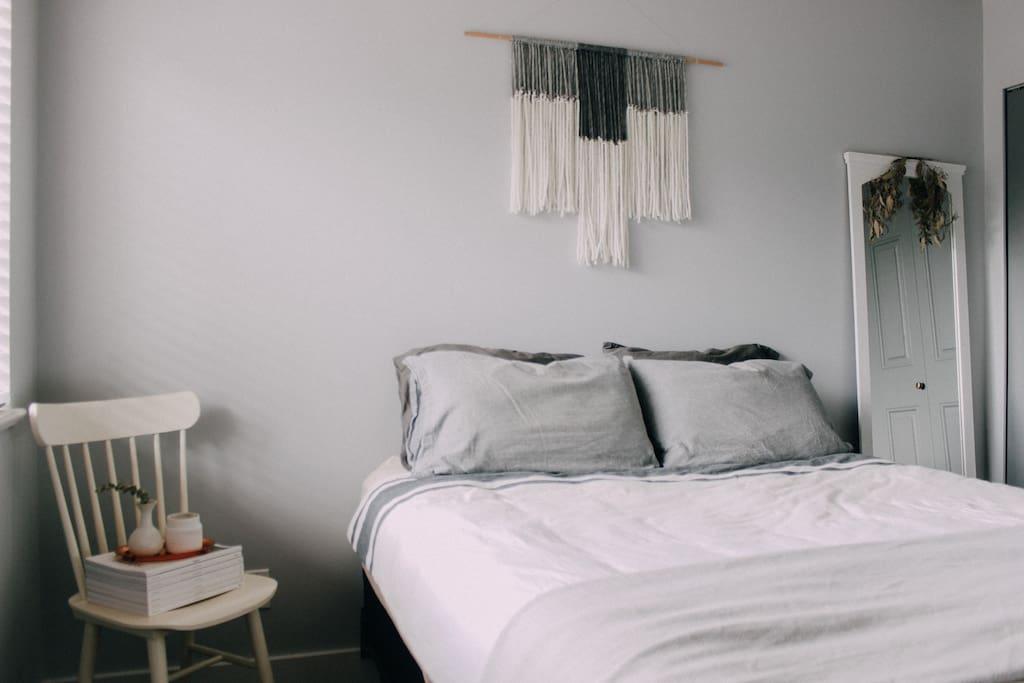 minimal and neutral decor