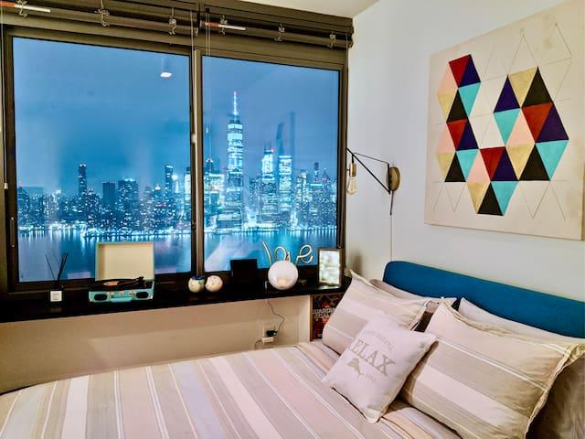 Modern Full Manhattan River view Luxury Studio