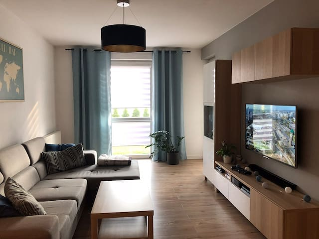 NEW Apartment, Tychy, 20 min TRAIN or CAR to COP24