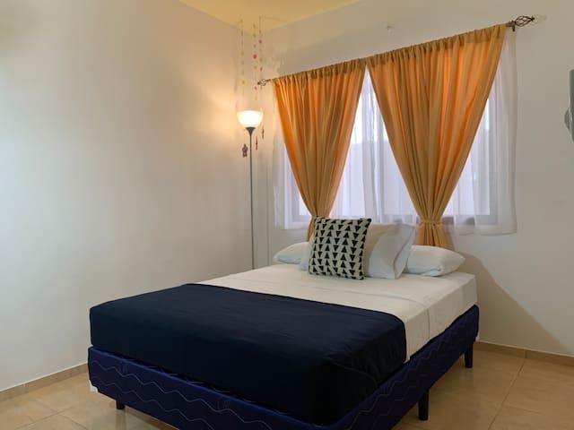 Full Size bed • Ceiling fan