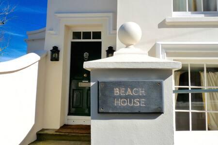 Regency Beach house/fabulous views. Ideal TT spot