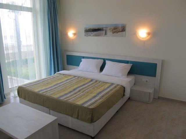 Уютное и просторное студио на море - Elenite - Service appartement