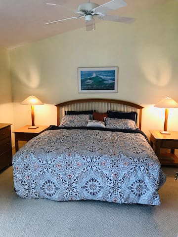 Master bed.  King size. Separate entrance/view to lanai.  Cable TV.  2 walk in closets