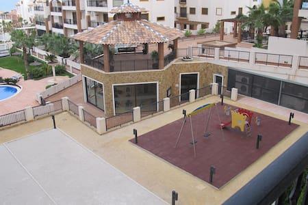 Lujo con pisina cubierta y abierta,gim pista padel - Los Secanos