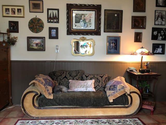 Piano Retreat Room