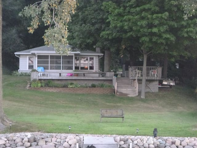 South Bend cottage in Union Michigan for ND games