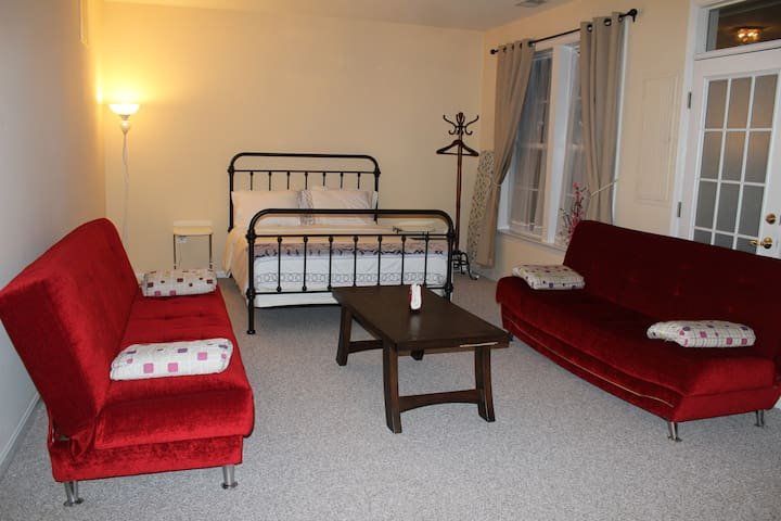 Comfortable private room close to Airport. - Chantilly - Stadswoning