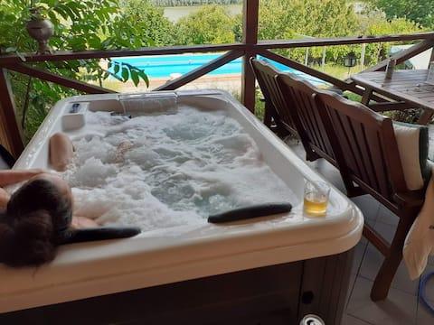 Jacuzzi privado en la terraza panorámica