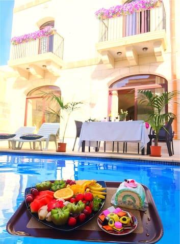 Private Room in Farmhouse with Swimming Pool. Gozo - In-Nadur - Villa