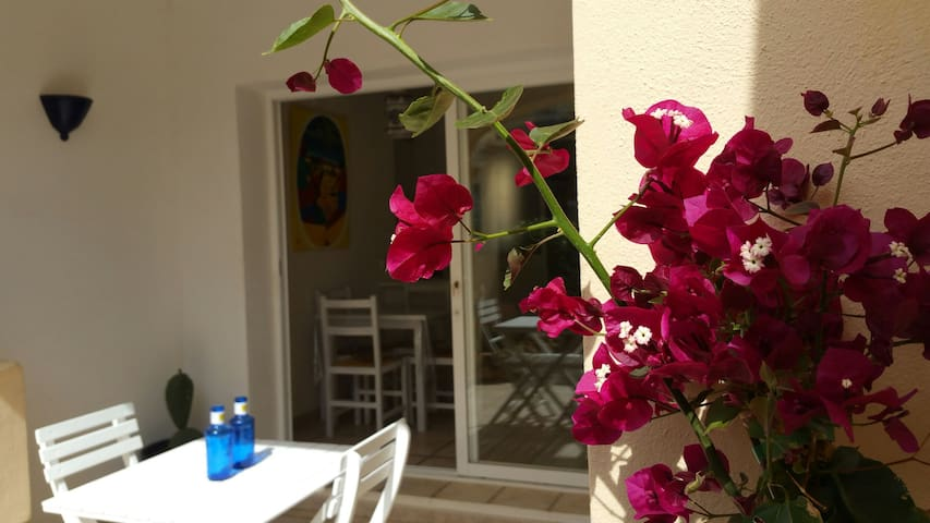 LOVELY APARTMENT WITH PRIVATE GARDEN - Cala Llenya - Apartment