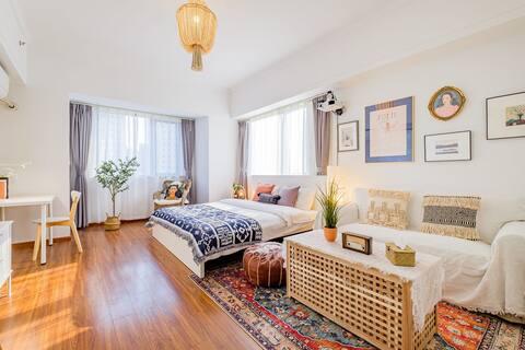 嘉兴南站南湖万达广场旁摩洛哥BOHO风精装巨幕投影一室公寓