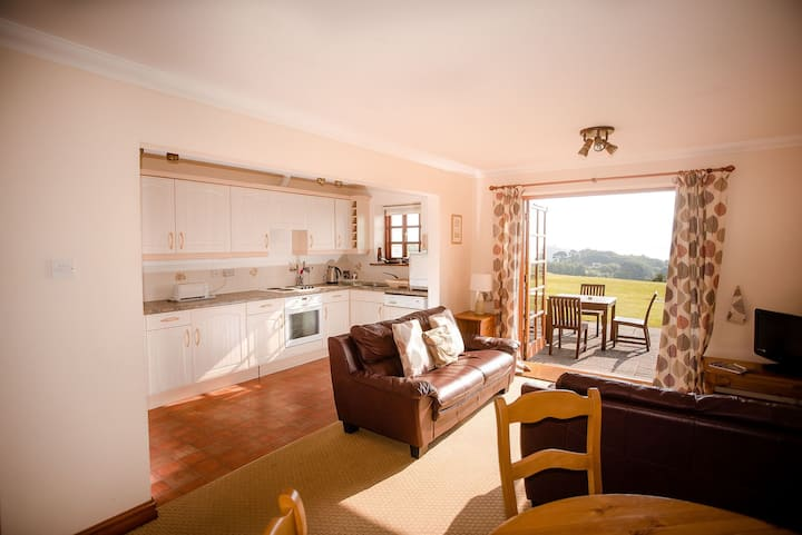 Links Retreat - on golf course with super sea view