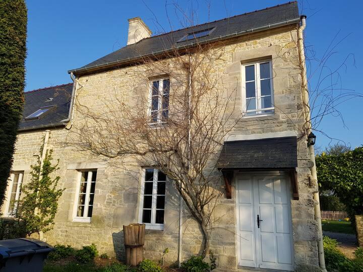 """Gite """"Les Hortensias Roses"""" Calvados-proche Bayeux"""