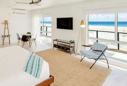 Shaka Bungalows Ocean Front King Junior Suite - Lauderdale-by-the-Sea - Boutique hotel