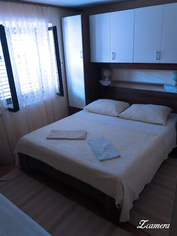 Apartments and rooms GREGOV - Lumbarda - Bed & Breakfast