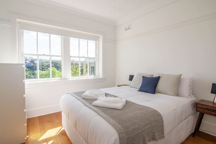 Two Bedroom in Mosman with Harbour Bay Views