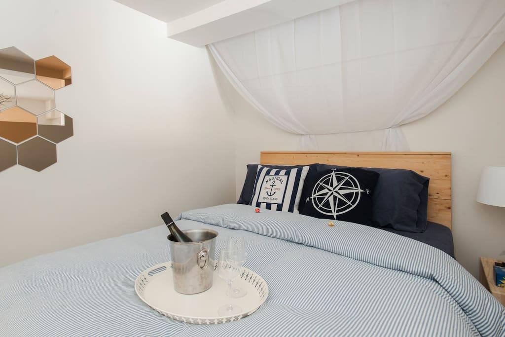 Master Bedroom, Queen