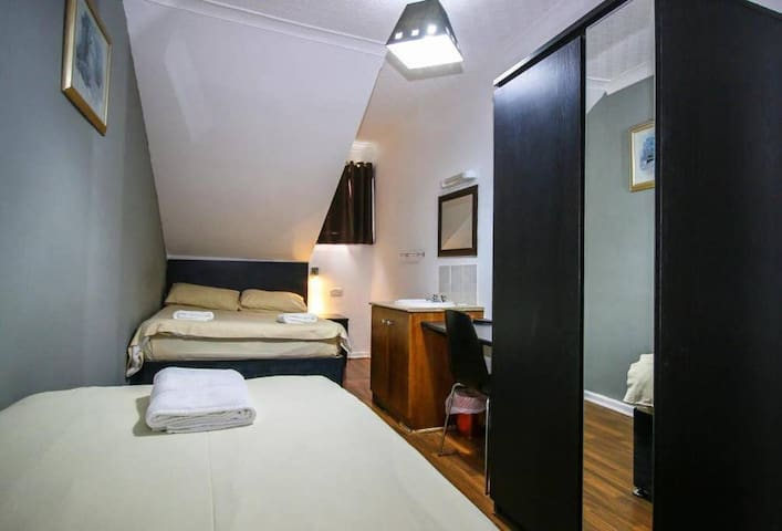 Twin Rooms Shared with near Sauchiehall Street
