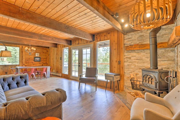 Grand Lake House w/ 2 Decks + Lake & Mtn Views!