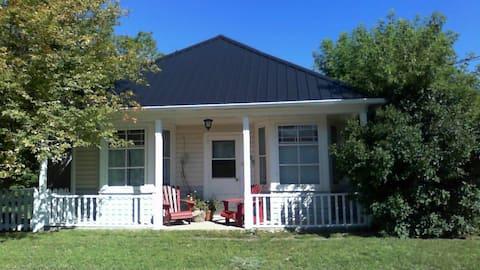 Cozy Crowsnest Heritage Home