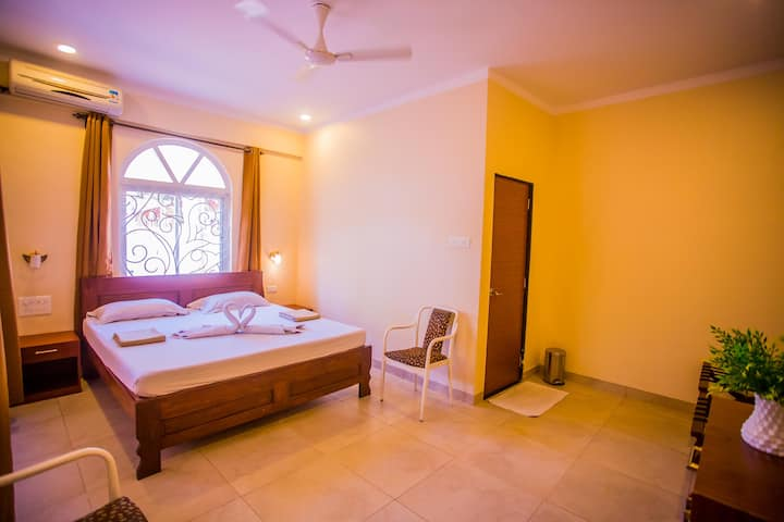 Cozy homestay near Anjuna Beach and Curlies Shack