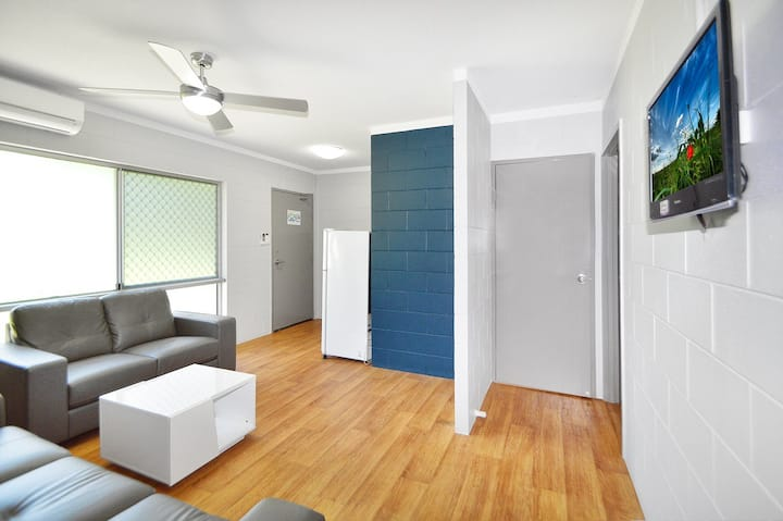 3 Guests - Affordable Accommodation & Meals