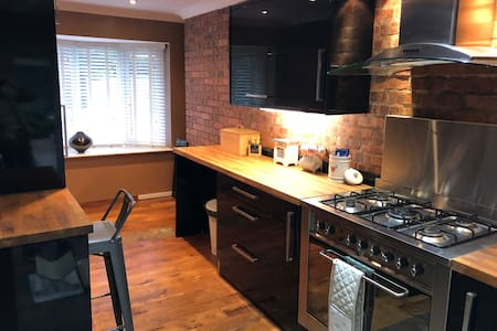 3 Bed House with parking close to Chester City ctr
