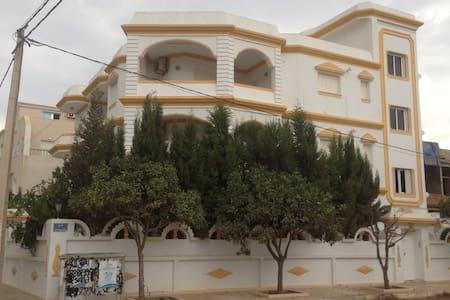 Beau studio à 150m de la plage - Dar Chaabane Al Fehri - Leilighet