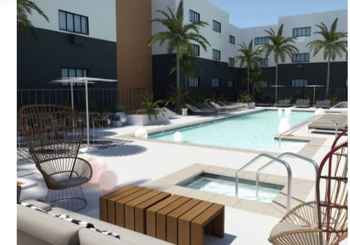 LUXURY 1 BEDROOM HOLLYWOOD. FREE PARKING+GYM+POOL!