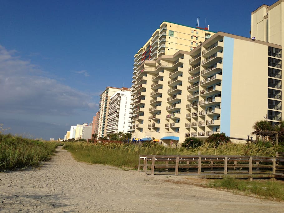 Fourth Floor Oceanfront Two Bedroom Fantastic View