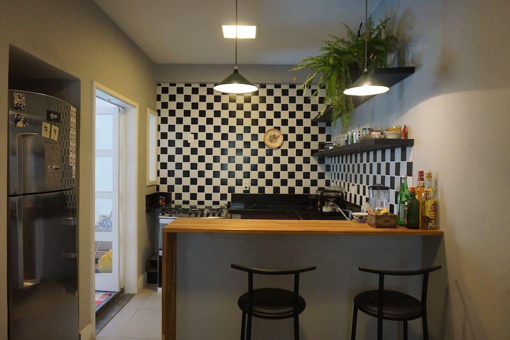 Cozinha americana com acesso à área externa privada