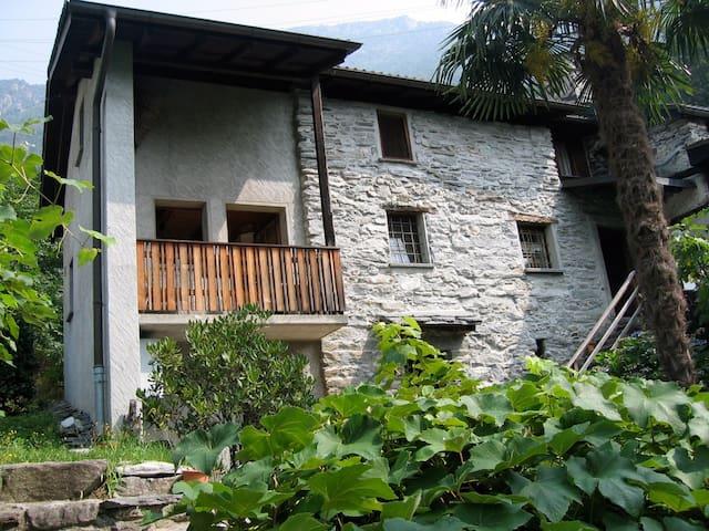 Schönes Rustico in Ronchini (Aurigeno) - Moghegno - บ้าน