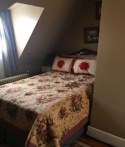 Maids room at the Goddard mansion - 平原 (Plainfield) - 公寓