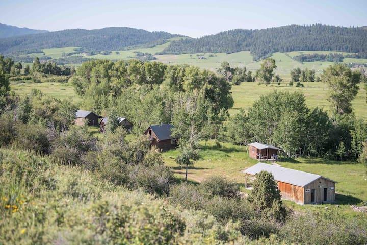 Secluded creekside Preston Ranch Cabins, sleep 20+