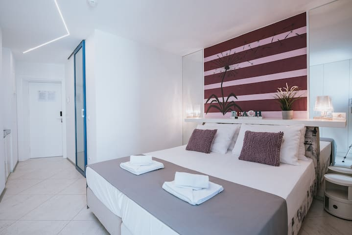 Happy Sun of Pag 4, modern room with a pool for 2