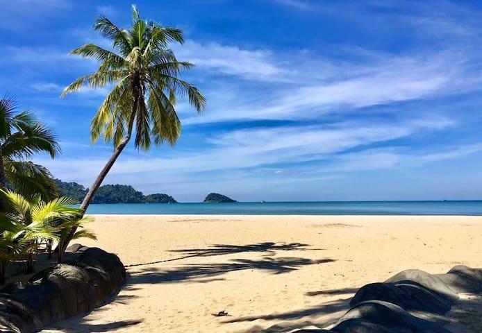 Luxeriöse Poolvilla am Strand