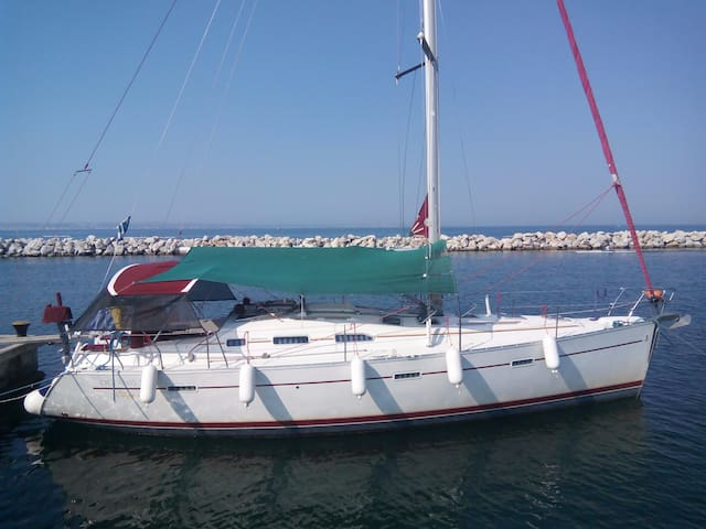 Sailing yacht fully equipped for winter
