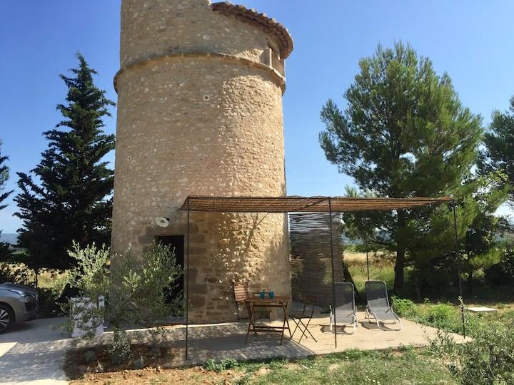 Tour médiévale-ancien pigeonnier en Luberon jacuzi